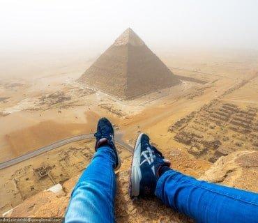 Joven alemán se graba escalando ilegalmente la pirámide de Giza