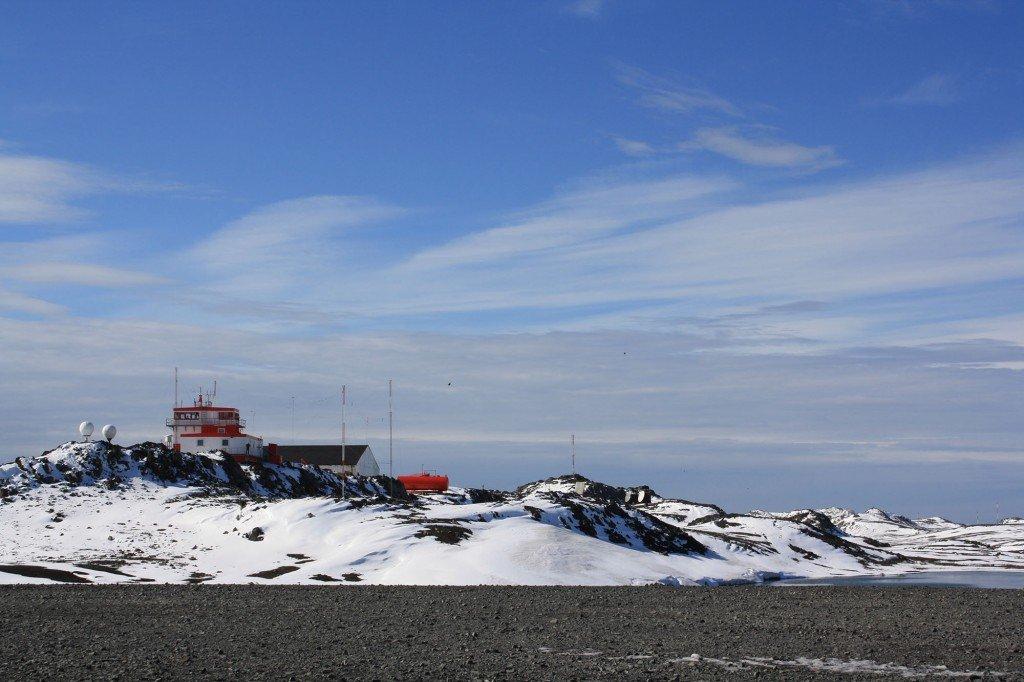 Primera vista de Isla Rey Jorge, Antártica. / Foto: © Daniela Ruiz - Ruta-B