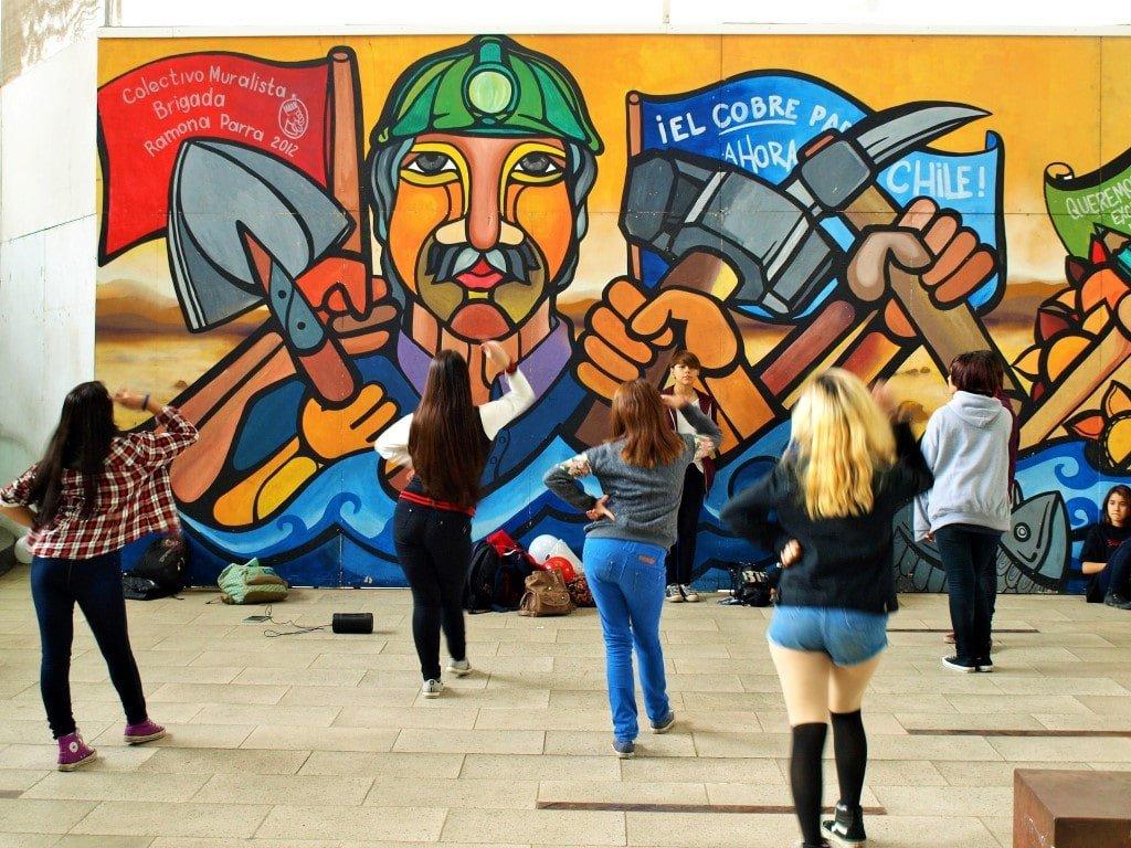 Mural de la Brigada Ramona Parra en el GAM. / © A. F. Reca / Ruta-B